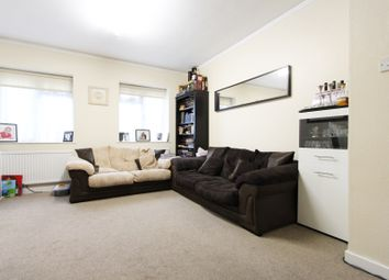 2 bed flat to rent in Burnham Court, Brent Street, London NW4