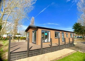2 bed mobile/park home for sale in Billing Aquadrome, Crow Lane, Great Billing, Northampton NN3