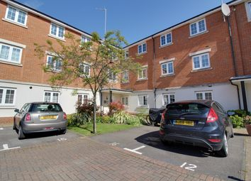 2 bed flat to rent in Salisbury Close, Rayleigh, Essex SS6
