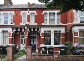4 bed flat to rent in Hardwicke Road, London N13