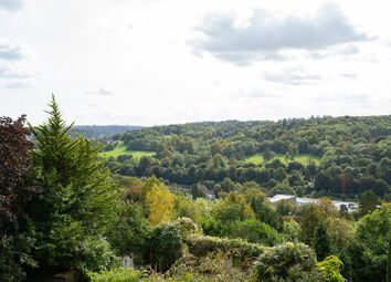 Valley Heights, The Mount, Warlingham, Surrey CR6. 2 bed flat