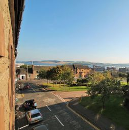 2 bed flat to rent in Crescent Street, Dundee DD4