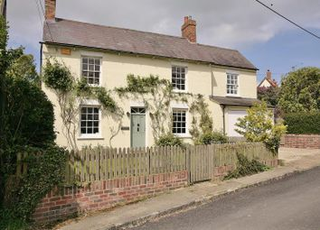 Thumbnail 4 bed cottage to rent in Old End, Padbury