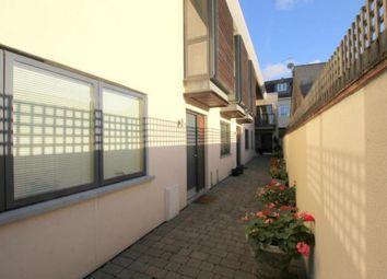 2 bed flat to rent in Elmgrove Mews, Weybridge KT13