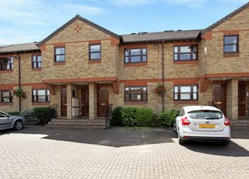 Thumbnail 2 bed flat to rent in Fawcett Road, Windsor