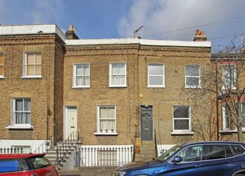 Thumbnail 2 bed flat to rent in Gayford Road, London