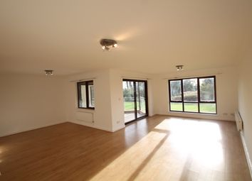 Thumbnail 3 bedroom flat to rent in Blyth Road, Bromley