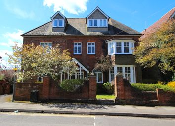 2 bed flat to rent in Nightingale Road, Guildford, Surrey GU1