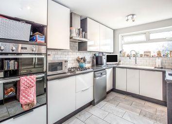 Cotswold Avenue, Bushey WD23. 2 bed flat