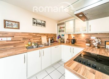 2 bed flat to rent in Napier Road, Reading RG1