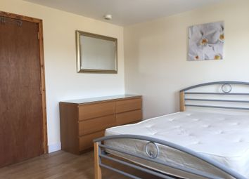 Thumbnail 4 bed flat to rent in Dumont Road, London