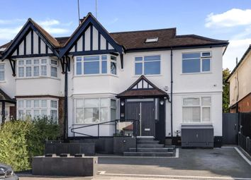 Monkville Avenue, Temple Fortune, London NW11. 4 bed flat