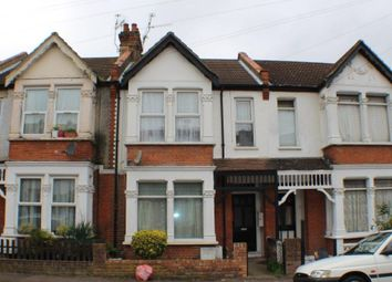 Thumbnail 2 bedroom flat for sale in Beedell Avenue, Westcliff-On-Sea, Essex