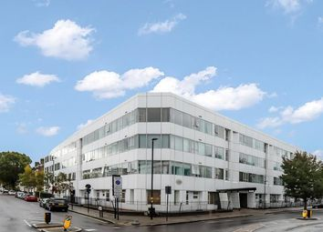 Drayton Park, London N5. 3 bed flat