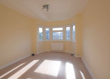 3 bed flat to rent in Fullwell Avenue, Ilford IG5