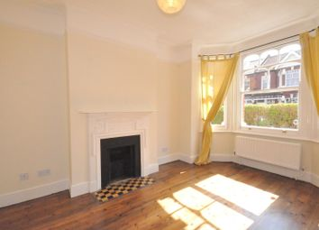3 bed flat to rent in Valetta Road, Acton, London W3