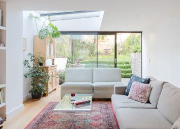 Thumbnail Serviced town_house to rent in Lansdowne Drive, London