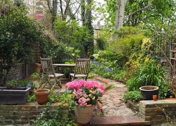 Thumbnail 1 bed flat to rent in Chelsham Road, Clapham North
