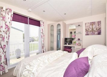 2 bed mobile/park home for sale in St. Johns Road, Whitstable, Kent CT5