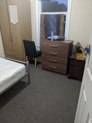 Thumbnail Room to rent in Sunnyside Raod Llford, Ilford London
