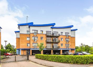 Thumbnail 2 bed flat for sale in Luscinia View, Reading