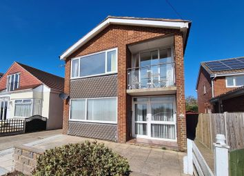 Portsmouth Road, Lee-On-The-Solent PO13. 2 bed flat
