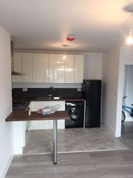 Thumbnail 3 bedroom flat to rent in Oakleigh Road North, Whetstone