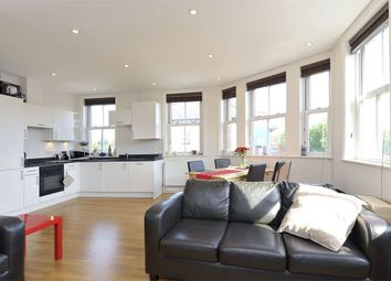2 bed flat to rent in St. John's Hill, London SW11