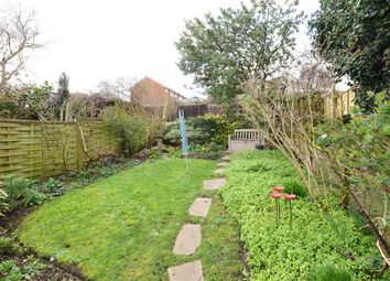Arctic Road, Cowes, Isle Of Wight PO31. 2 bed flat for sale