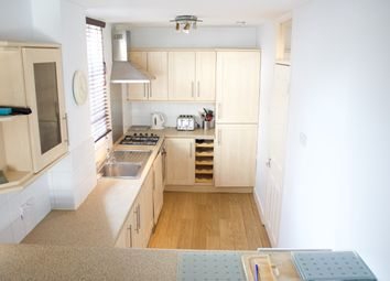 3 bed maisonette to rent in Guildford Road, Stockwell SW8