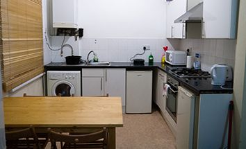 Thumbnail 2 bed flat to rent in Kelso Road, Leeds