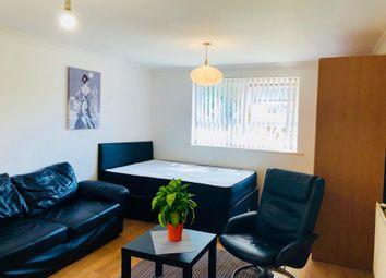 Room to rent in 34 Schooner Close, London E14,