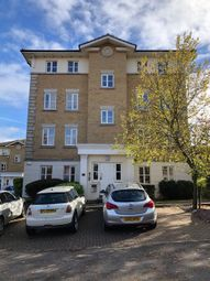 2 bed flat to rent in Monkwood Close, Gidea Park, Romford RM1