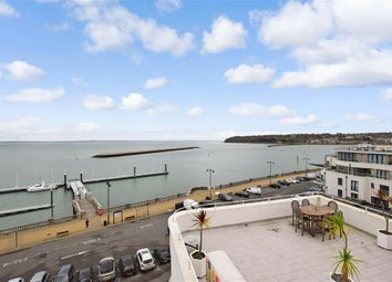 The Parade, Cowes, Isle Of Wight PO31. 2 bed flat for sale