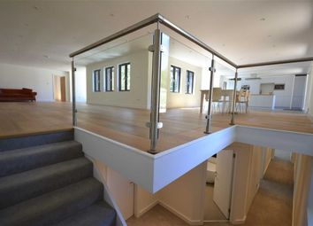 Thumbnail 5 bed barn conversion to rent in Pouchen End Lane, Hemel Hempstead, Hertfordshire