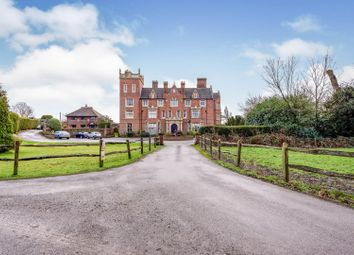 Rusper Road, Dorking RH5. 2 bed flat for sale