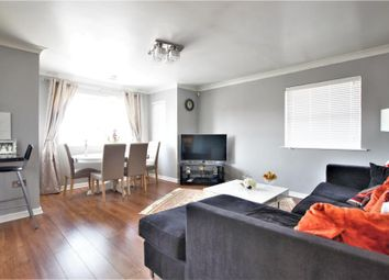 2 bed flat to rent in Barker Road, Chertsey KT16
