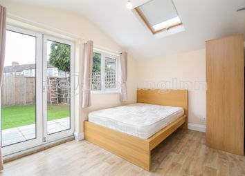 Thumbnail Studio to rent in Lincoln Road, South Norwood