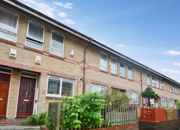 Thumbnail 2 bed town house to rent in Gerards Close, London