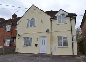 Thumbnail 2 bed flat to rent in Harts Hill Road, Thatcham