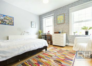 Thumbnail 3 bedroom town house for sale in Cropley Street, Islington