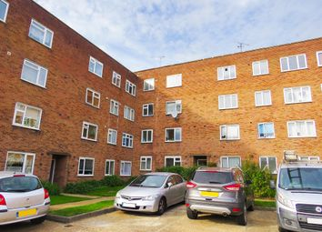 2 bed flat for sale in Victoria Road, Gidea Park, Romford RM1