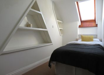 Thumbnail 2 bed flat to rent in New Street, Horsham
