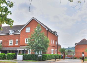 Thumbnail 2 bedroom flat to rent in Findlay Mews, Marlow