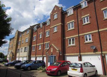 Thumbnail 2 bedroom flat to rent in Luton Road, Dunstable