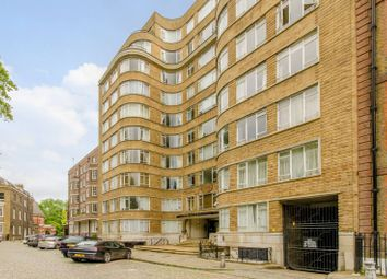 Thumbnail 1 bed flat to rent in Charterhouse Square, Barbican, London EC1M6Ex