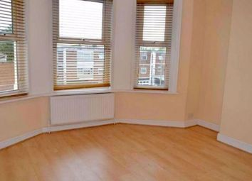 2 bed flat to rent in High Road, London N12
