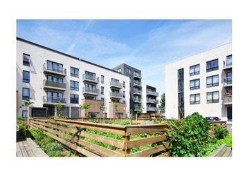 Thumbnail 1 bedroom flat for sale in Felstead Street, London