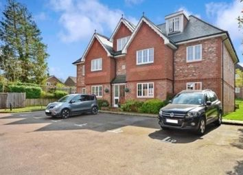 Thumbnail 2 bed flat to rent in Highdown Close, Banstead