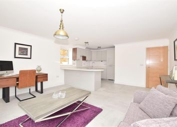 Eastbourne Road, Godstone, Surrey RH9. 2 bed flat for sale